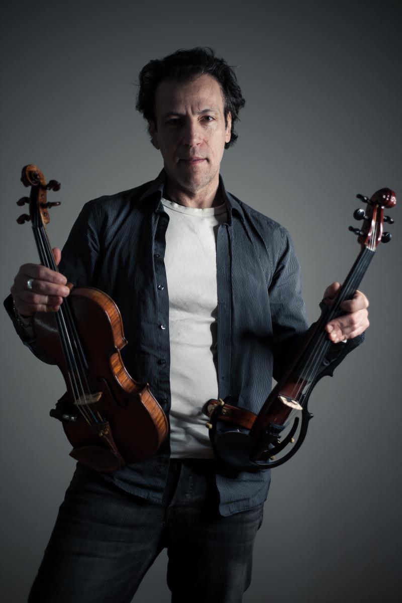 Stefano Sicolo mit Violinen